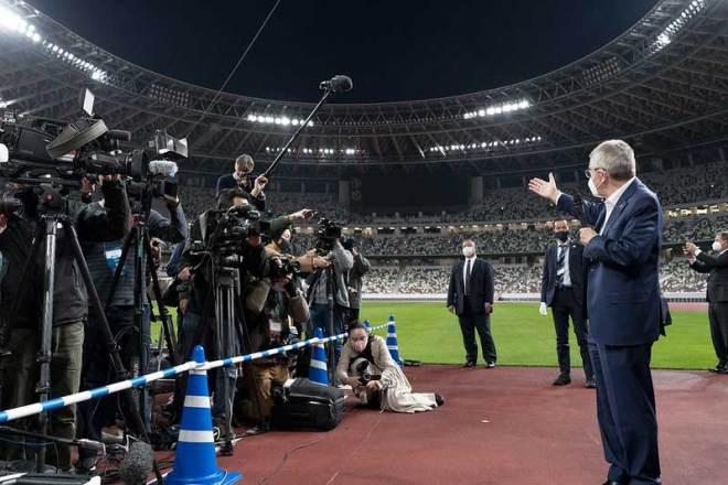 IOC President Thomas Bach visits the new Olympic Stadium in Tokyo November 17, 2020 (IOC Photo)