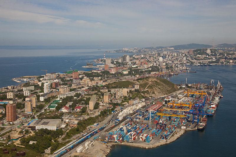 800px-Egersheld_peninsula_and_Vladivostok_container_terminal.jpg