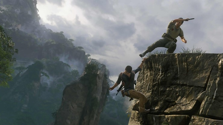 Uncharted_4_enemy_kicking_at_drake_1421238232