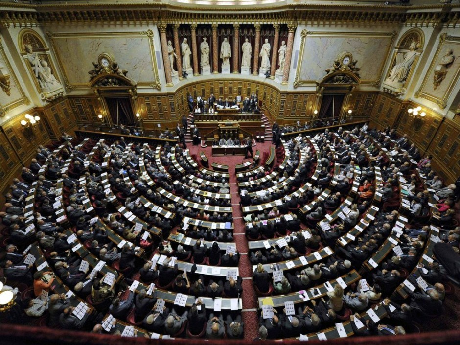 A general view of the French Senate which meets in a plenary session is seen as senators gather to vote for its new speaker in Paris October 1, 2011. After elections last Sunday, and for the first time since 1958, the right-dominated upper house swung to a left-wing majority as the body's membership underwent a major generational change of guard. REUTERS/Gonzalo Fuentes (FRANCE - Tags: POLITICS TPX IMAGES OF THE DAY)