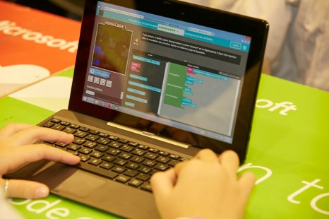 Περισσότεροι από 600 μαθητές παρακολούθησαν σεμινάρια εισαγωγής στον προγραμματισμό, με το παιχνίδι Minecraft.