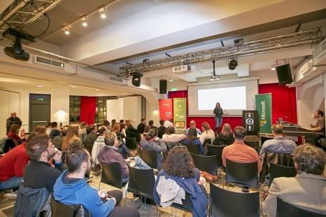 Η βραβευμένη Digital Designer Χρύσα Γκάγκωση, υπεύθυνη του τομέα Digital Design στο Κολλέγιο Βακαλό Art & Design, σύστησε σε όλους, τους τομείς της μεθοδολογίας για την παραγωγή ψηφιακών προϊόντων και υπηρεσιών, μέσω ενός μοναδικού design thinking workshop.
