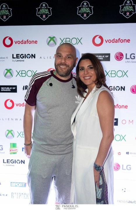 Η Διευθύνουσα Σύμβουλος της Microsoft για Ελλάδα, Κύπρο και Μάλτα, Πέγκυ Αντωνάκου, μαζί με τον Μιχάλη Stavento στο Xbox Arena Festival Sponsored by Vodafone, που «πλημμύρισε» από 10.000 gamers στο Gazi Music Hall, το Σάββατο 29 Ιουνίου.