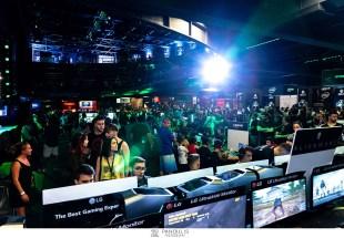 Περισσότεροι από 10.000 gamers κατέκλυσαν το Gazi Music Hall, στο Xbox Arena Festival Sponsored by Vodafone το Σάββατο 29 Ιουνίου, πιστοί στο ραντεβού τους με τις 100 κονσόλες Xbox One και τα 64 gaming desktops & notebooks!
