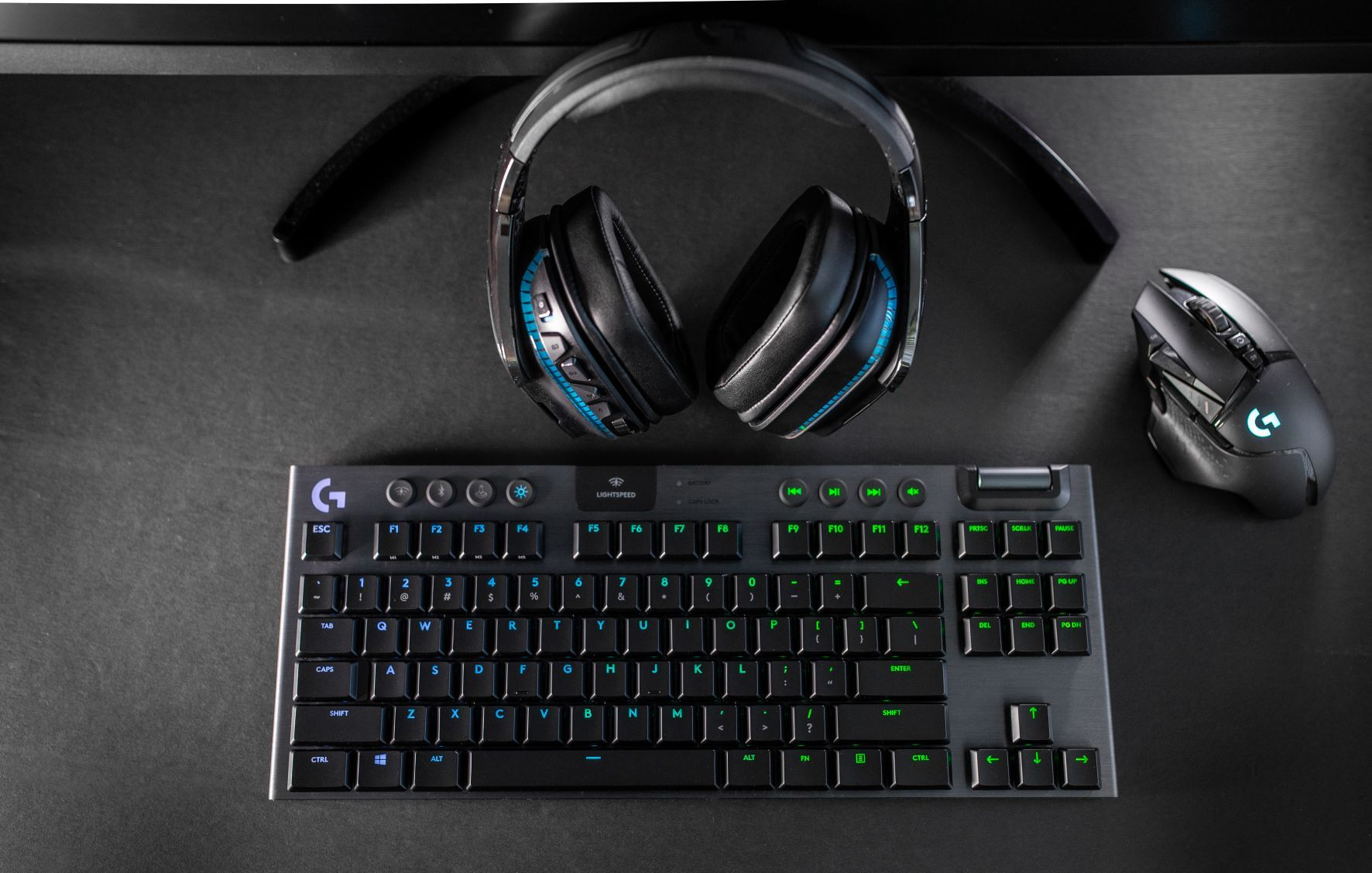 The Logitech G915 TKL Gaming Keyboard combines LIGHTSPEED Wireless, RGB lighting and amazing battery life in a sleek, ultra-thin design that creates a new standard for gaming keyboards