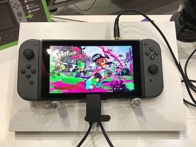 Switch本体にJoy-Conを装着した「携帯モード」