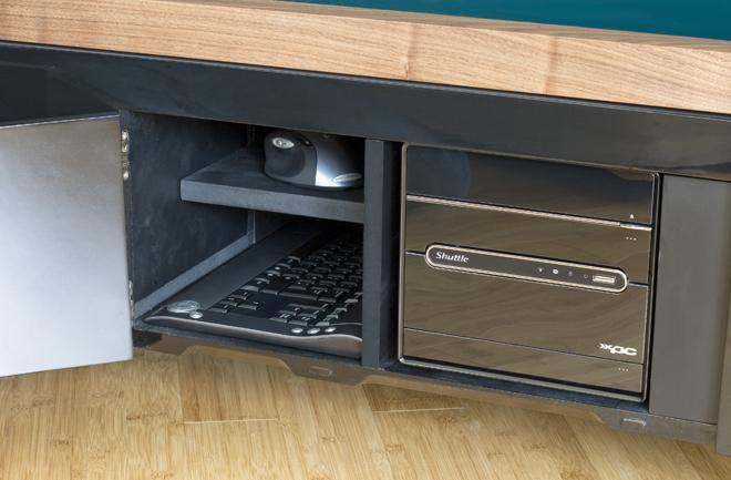 Im Grunde steckt nur ein PC im Tisch. (Foto: surface-tension.net)