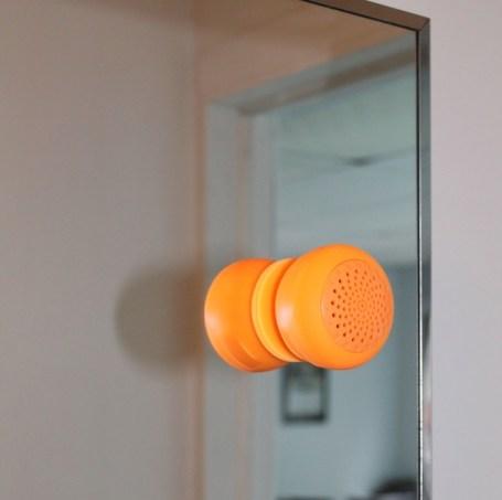 Hält auch an Spiegeln (Foto: Indiegog)