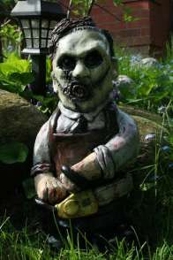 Der Texas Chainsaw Metzger Gnome (Foto: Etsy)
