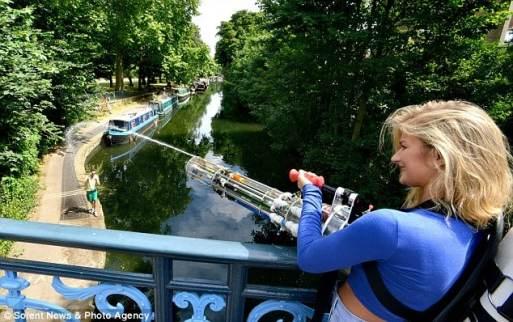 Water Gatling Gun (Foto: dailymail.co.uk)