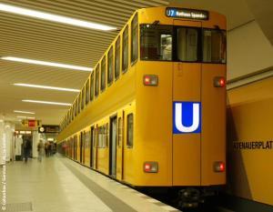 Berliner Doppeldecker-Ubahn (Foto: Twitter)
