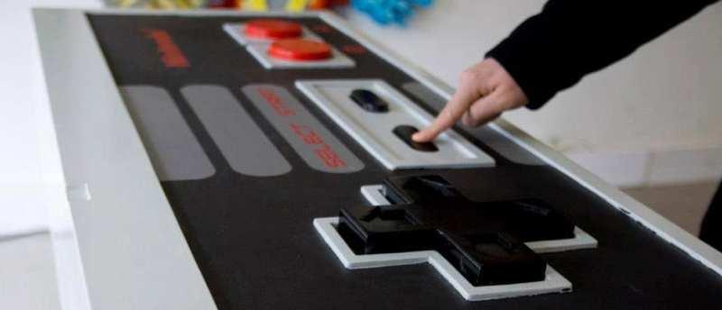 Ein riesiger NES-Controller fehlt nicht. (Foto: Oliver Knagge)