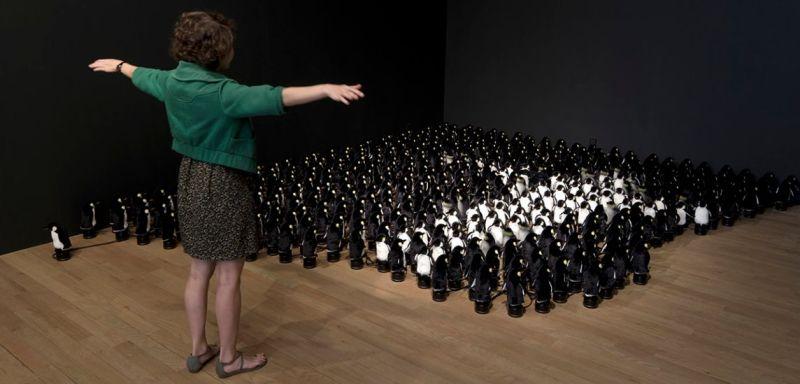 Wer wollte nicht schon immer mal eine Pinguin-Armee kontrollieren? (Foto: bitforms gallery)