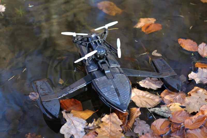 Hydrofoil auf dem Wasser. In diesem Zustand könnt ihr sie nach links oder rechts bewegen durch die Propeller. (Foto: GamingGadgets.de)