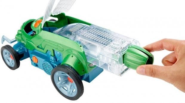 Das Habitat wird in das Auto gesteckt. (Foto: Mattel)