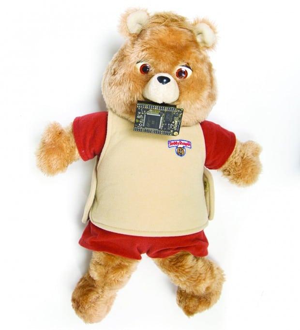Der Teddy ist 30 Jahre alt. (Foto: hackster.io)