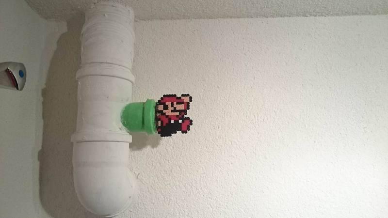 Ja, Mario hängt an einem normalen Rohr. (Foto: Michael Li / Life og Geek)