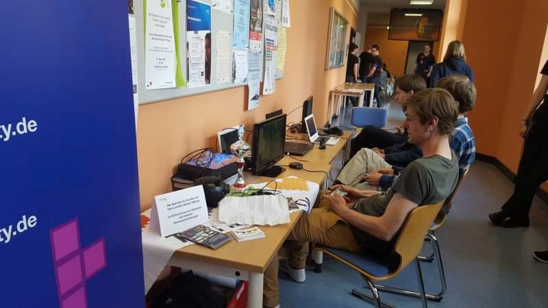 In den Gängen des Gebäudes wurde auch gespielt. (Foto: GamingGadgets.de)