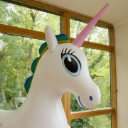 Giant Inflatable Unicorn: Über 2 Meter großes Einhorn zum Reiten und Kuscheln