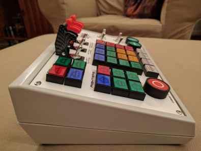 Ein wuchtiger Controller. (Foto: Matt Hall)