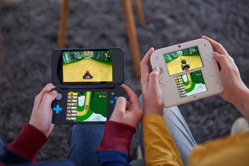 Der New 2DS XL im Vergleich zum alten 2DS. (Foto: Nintendo)