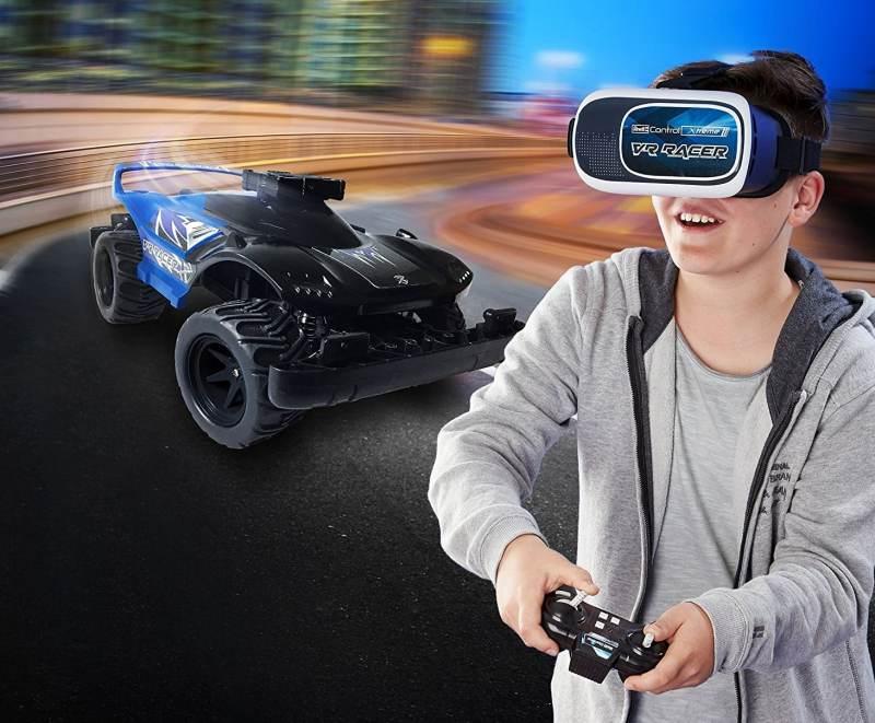 VR-Rennspaß. (Foto: Revell)