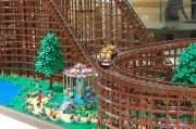 Größte LEGO-Achterbahn der Welt: Rollercoaster aus 90.000 Bausteinen