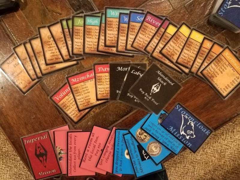 Auch die Spielkarten wurden angefertigt. (Foto: Charles Ledford)