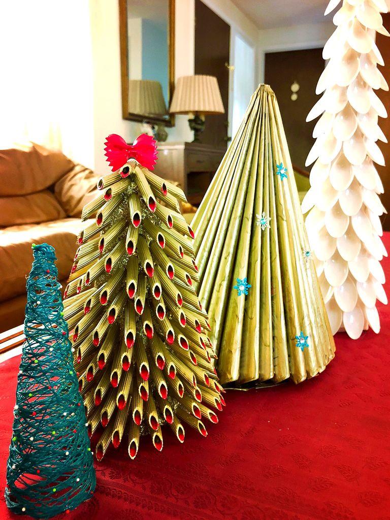 Pasta Tree und Bäume aus Löffeln, Zeitschriften und Draht. (Foto: Instructables)