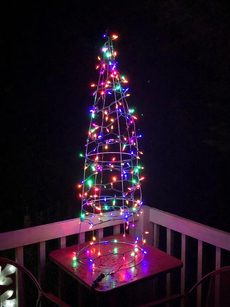Ein fragiler Weihnachtsbaum. (Foto: Instructables)