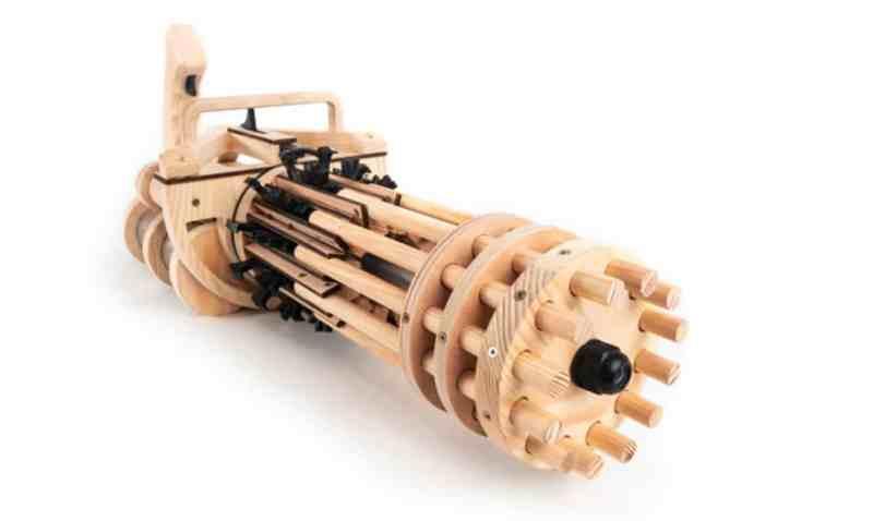 Das Spielzeug besteht zu großen Teilen aus Holz. (Foto: Weaponized T-Rex)
