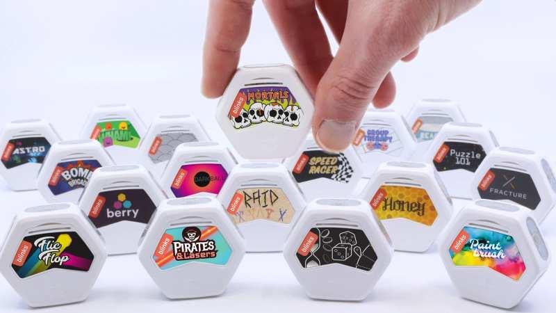 Ein Spielstein ist zugleich ein Cartridge mit dem installierten Spiel. (Foto: Move38)