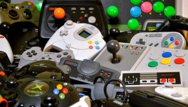 Retro game console controllers