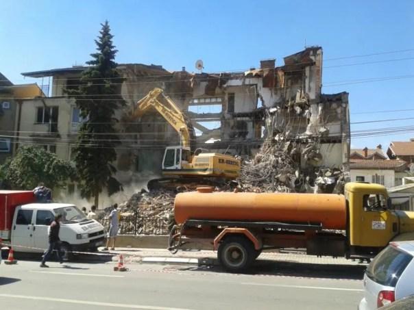 A medio construir , en Pristina .