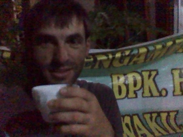 Tomando cafe , en Mataram .