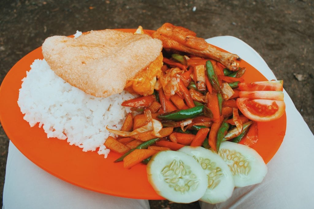 Food climbing Mount Rinjani