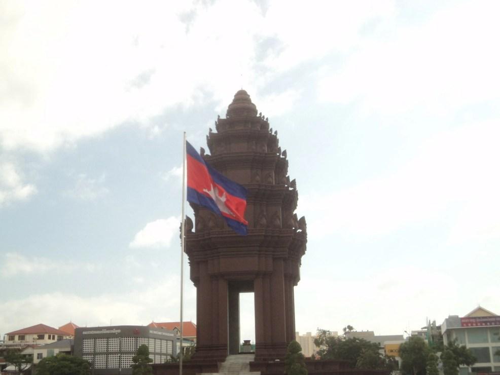 visit Phnom Penh: Independence Monument