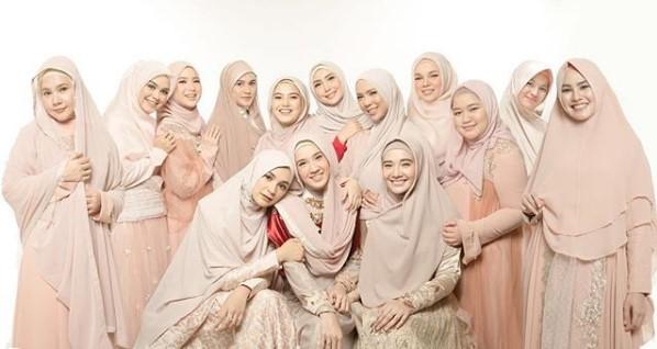 Warna Gamis untuk Kulit Sawo Matang