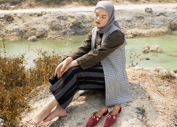 16 Paduan yang Cocok untuk Item Fashion Warna Abu-Abu