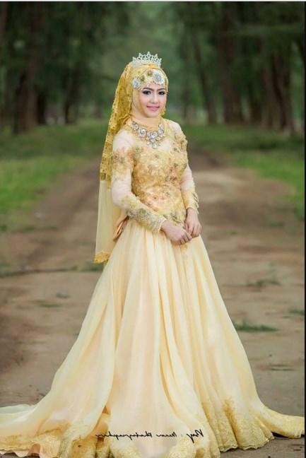 Busana Kebaya Pengantin Sunda Muslim Warna Gold