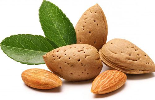 kacang almond untuk menghilangkan kotoran di wajah