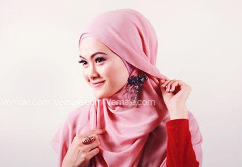 tutorial cara memakai jilbab segi empat polos cantik dan simpel 07