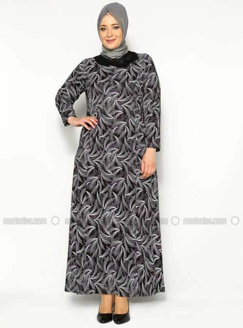 contoh model busana muslimah dengan motif kecil untuk wanita gemuk. 2