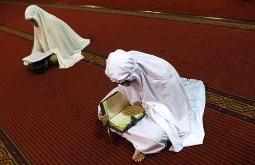 wanita-haid-berdiam-di-masjid