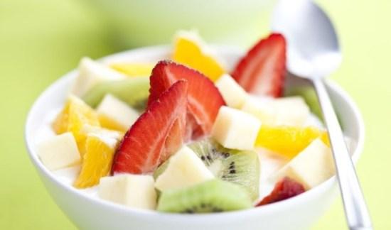 salad buah dan alpukat, selain enak juga sangat berguna bagi kesehatan tubuh saat diet