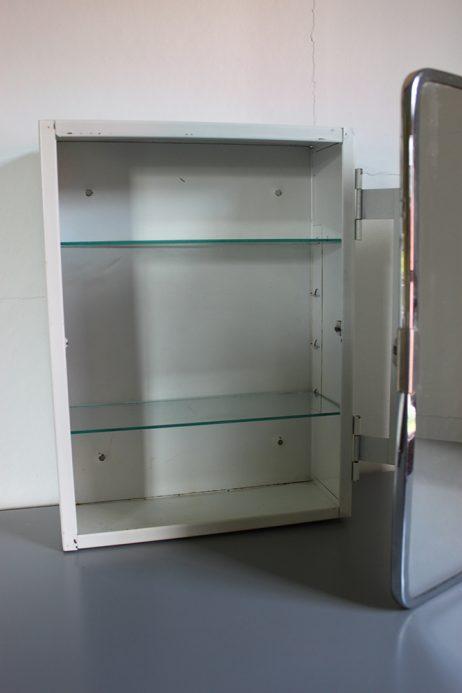 Badrumsskåp med spegel
