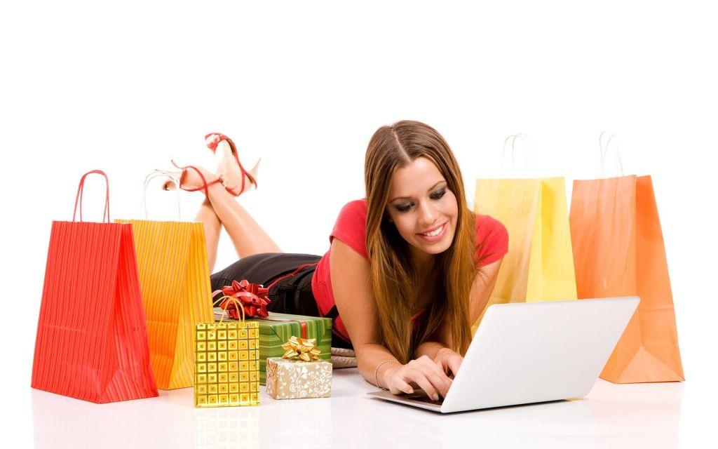 Resultado de imagen de foto de una chica haciendo compra online