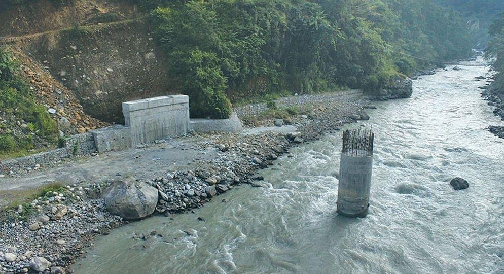प्रदेश मन्त्री विकास लम्सालले शिलान्याश गरेका पुल अलपत्र