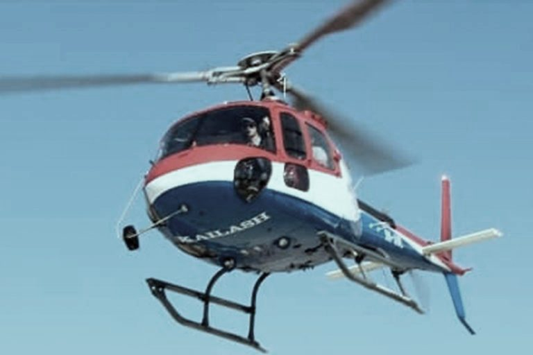 उडिरहेको हेलिकाेप्टरबाट जस्तापाता  खसेपछि…..