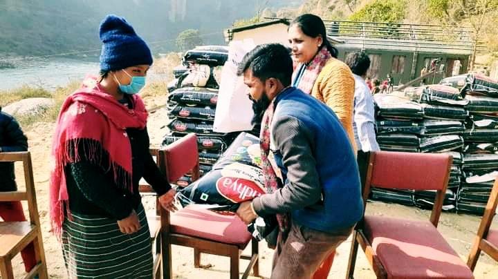 पर्वत मालढुंगाका माझी तथा श्रमिक परिवारलाई राहात सामाग्री वितरण